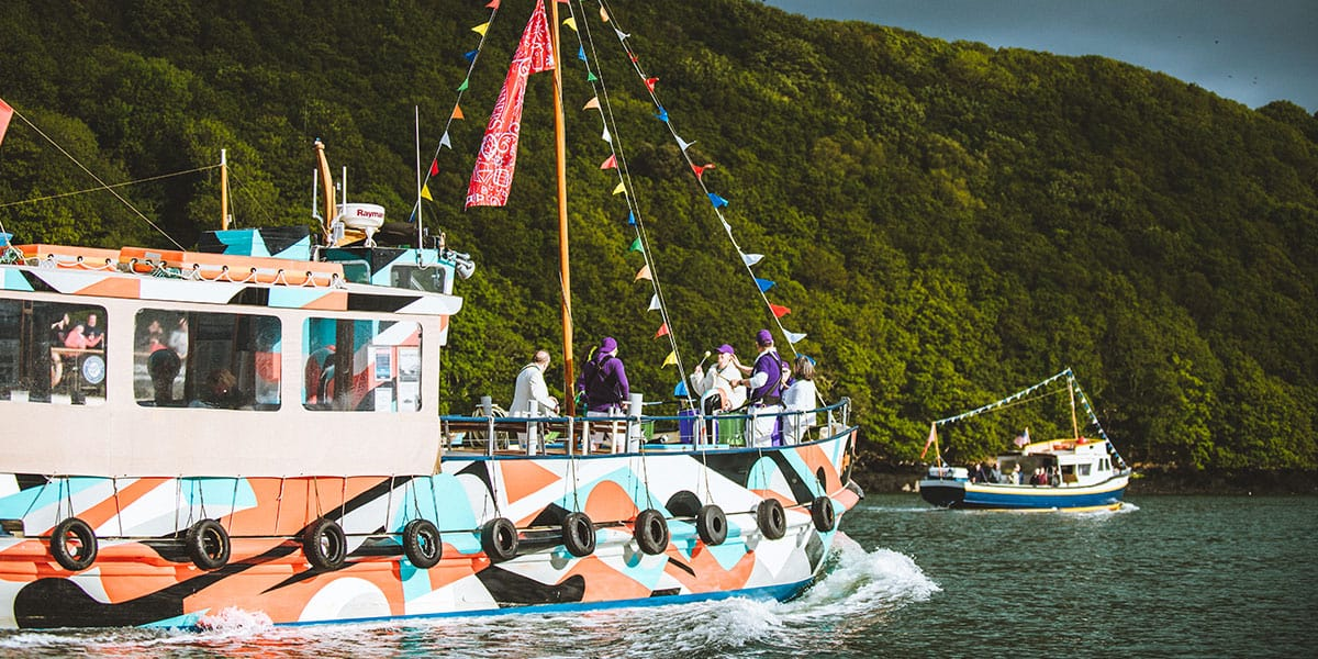 the-dazzle-ferry-the-working-boat-mini-beer-festival