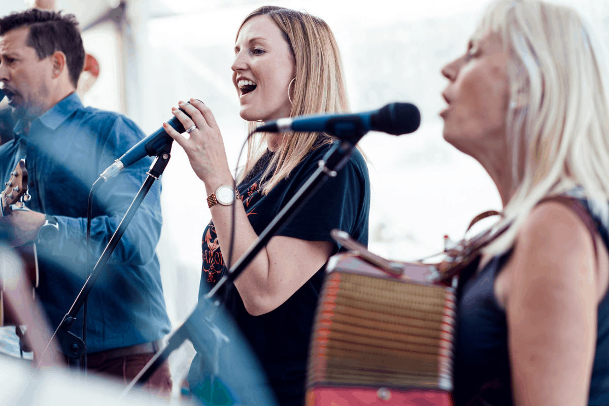 the-working-boat-pub-falmouth-sea-shanty-festival-2019-highlights-cornwall-28
