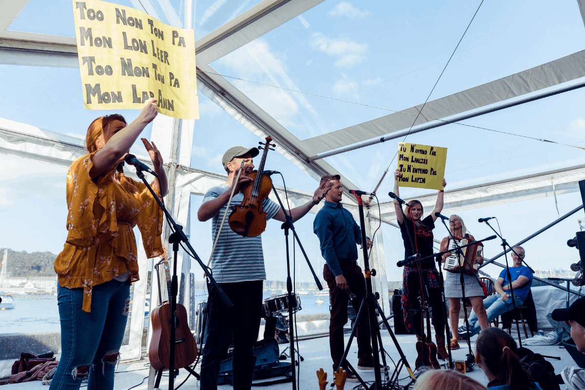 the-working-boat-pub-falmouth-sea-shanty-festival-2019-highlights-cornwall-32