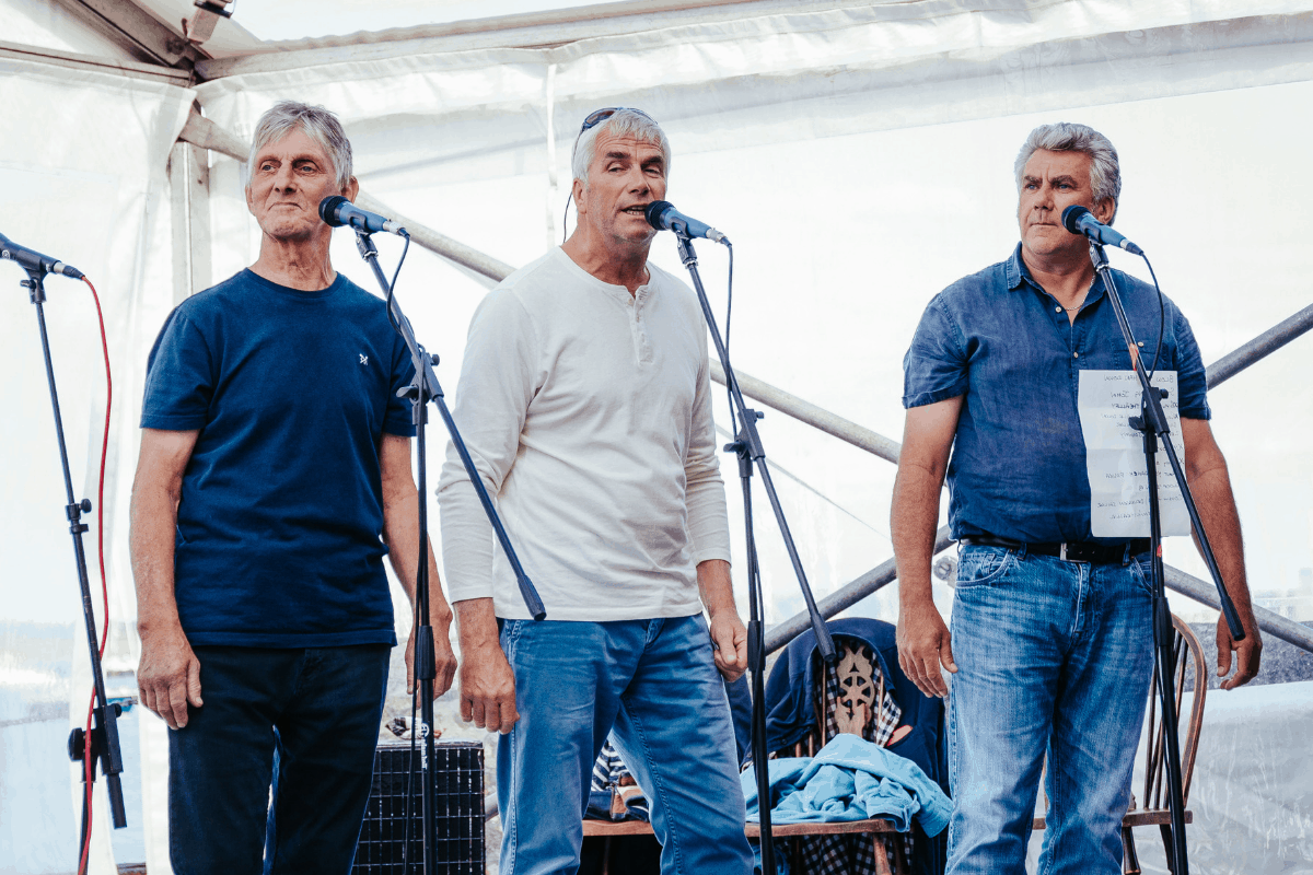 the-working-boat-pub-falmouth-sea-shanty-festival-2019-highlights-cornwall-38