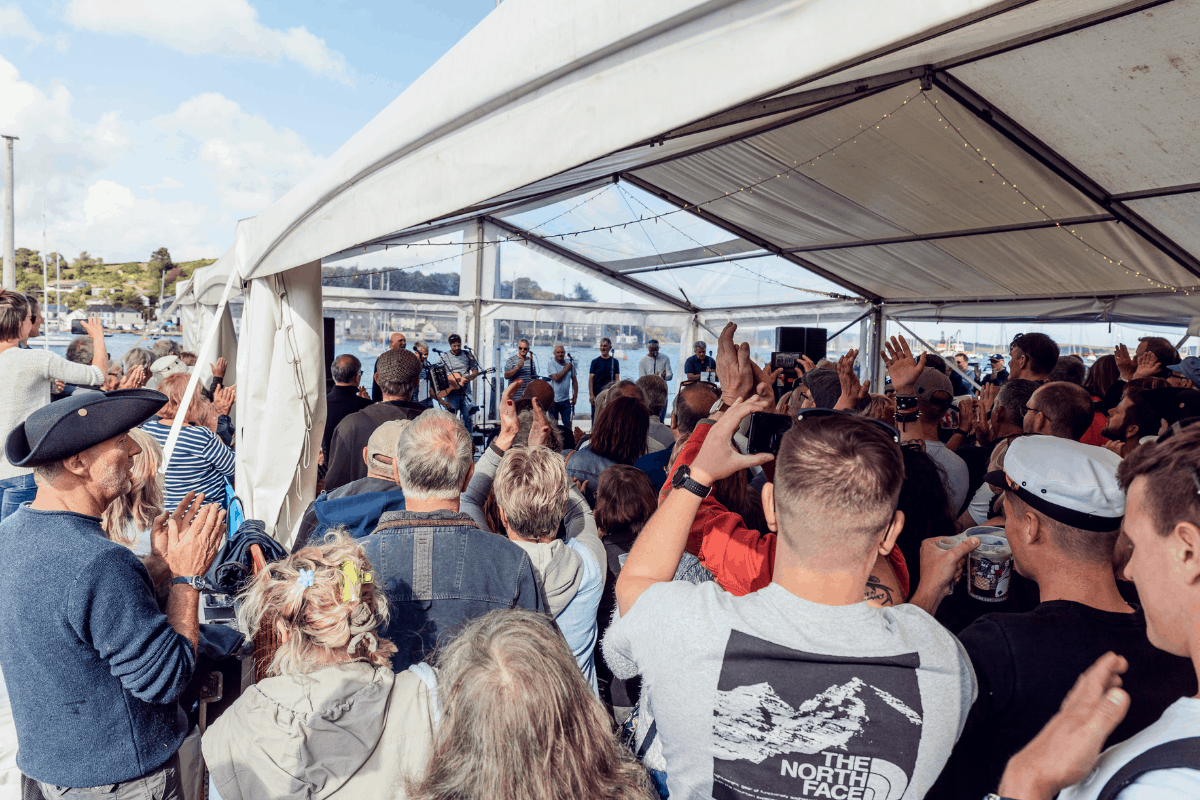 the-working-boat-pub-falmouth-sea-shanty-festival-2019-highlights-cornwall-40