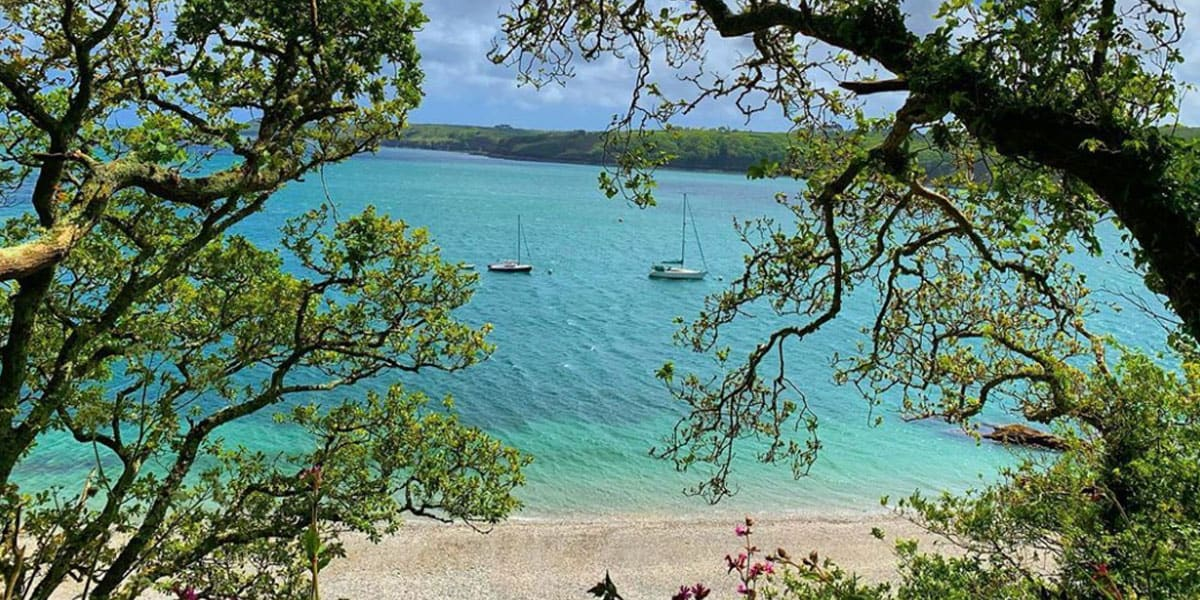 reasons-to-visit-falmouth-the-working-boat-pub-cornwall-the-helford-river-grebe-beach